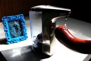 simplehuman Sensor Pump squirting lube on the NobEssence Seduction